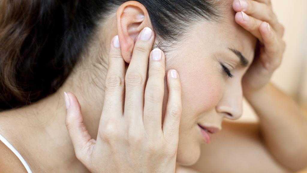 Шелушение за ушами у взрослых